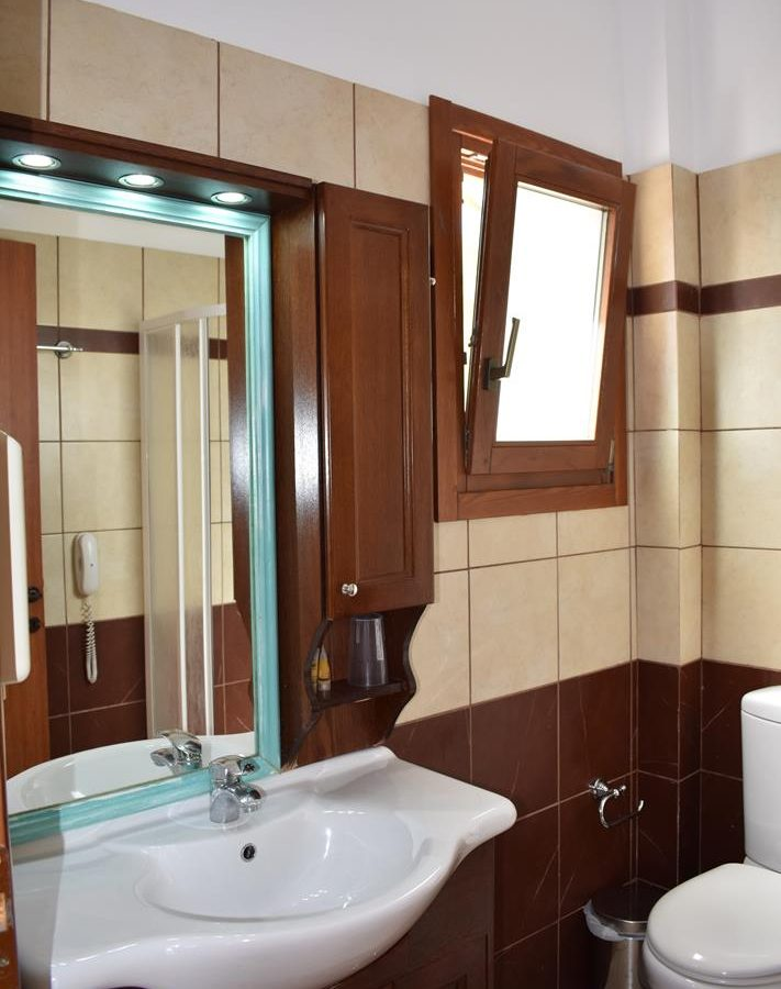small apartment bathroom - Melidron Hotel Kefalonia