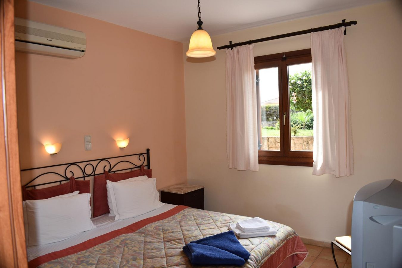 Colorful rooms - Melidron Hotel Kefalonia